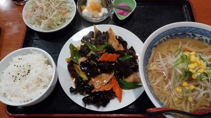 豚肉とキクラゲの定食