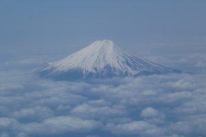 飛行機から撮影をした富士山