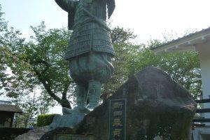 新田義貞の像
