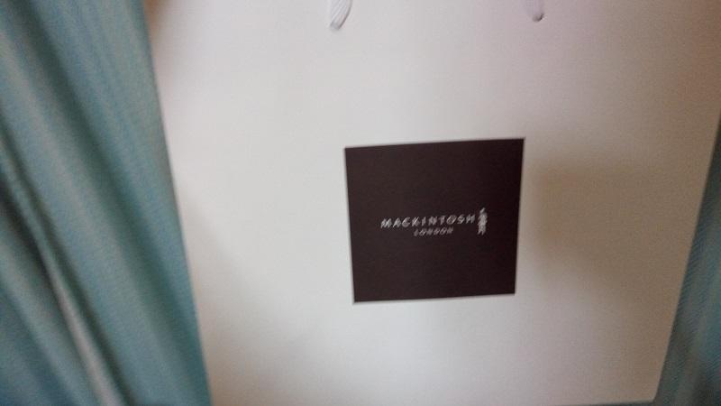 マッキントッシュロンドン、購入した商品を入れる紙袋