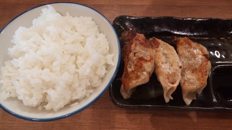百年味噌ラーメン マルキン本舗(丸金ラーメン)東松山店の餃子セット