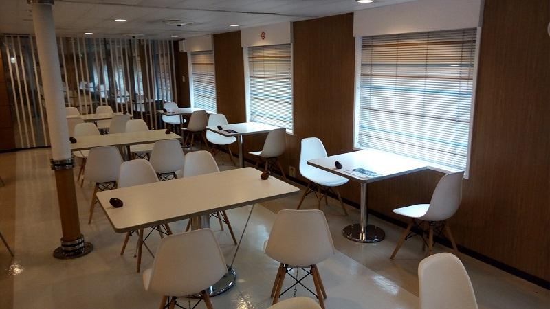 津軽海峡フェリー、ドルフィン2の食堂スペース