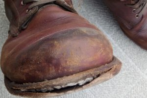 宇田川靴店に修理を依頼したウルヴァリンブーツ(修理前1)