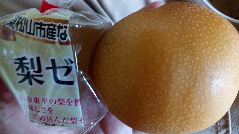 梨ゼリーと梨