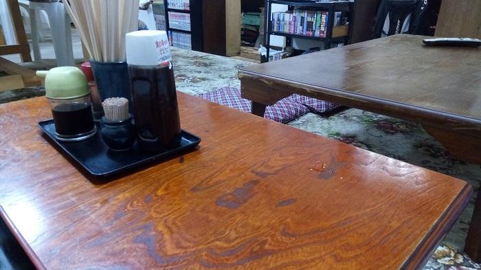味春屋、店内の様子(座卓)
