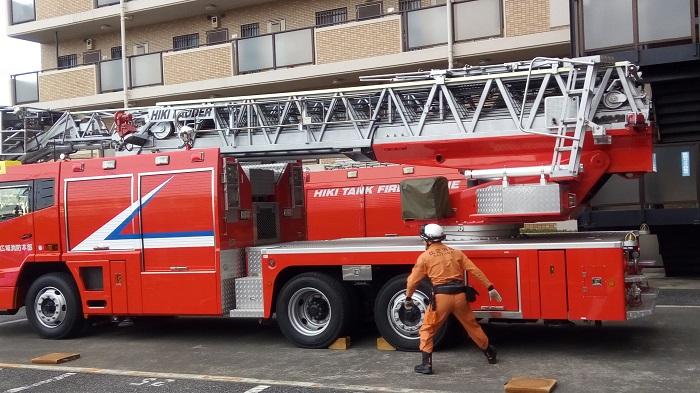 防災訓練で来てくれた消防車が動き始める