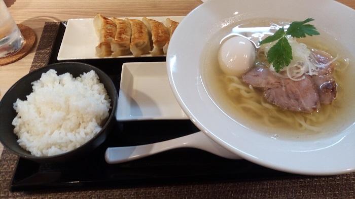 でんすけ(塩ラーメンと餃子・ライスセット)