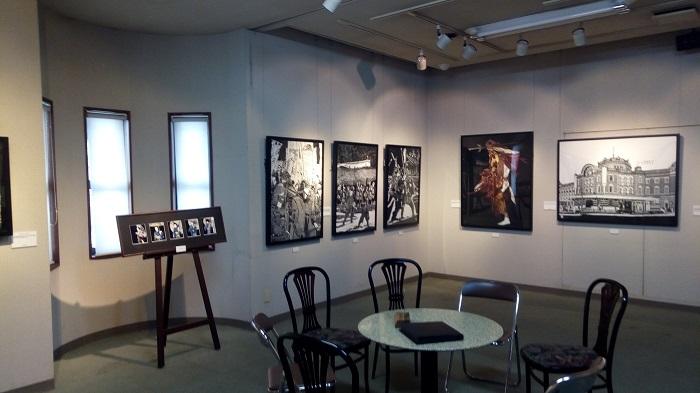 ギャラリー&カフェ 亜露麻、加藤さんの切り絵がズラッと並んでいます