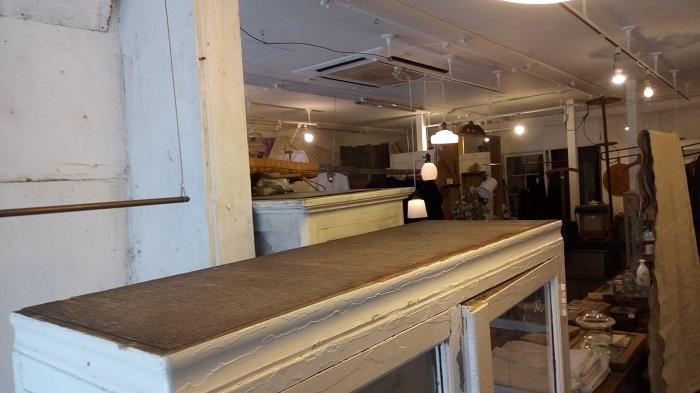 artique東松山の店内の奥から撮影