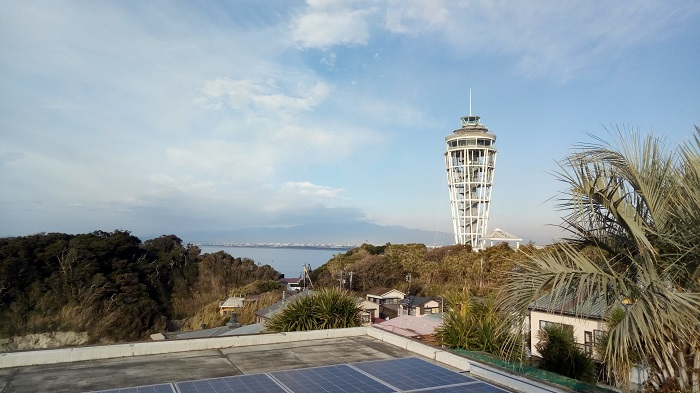 江ノ島にある灯台の前にある何か高い所から撮影