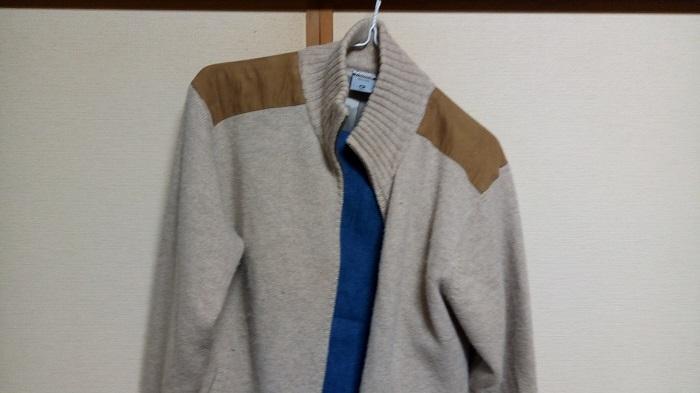ハードオフで購入したジーパンとセーターなのかジャケットなのか、イマイチ分からない商品