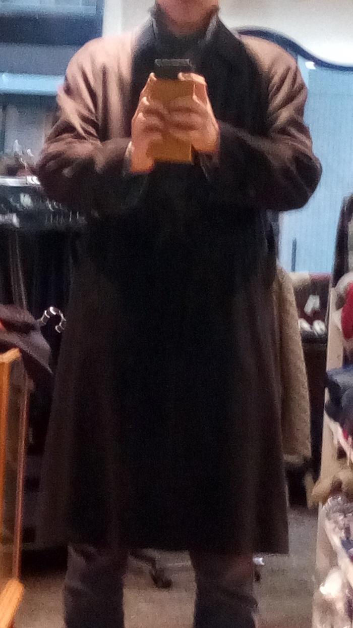 ナミキ&サンズで販売されていた、超カッコ良いコートを試着