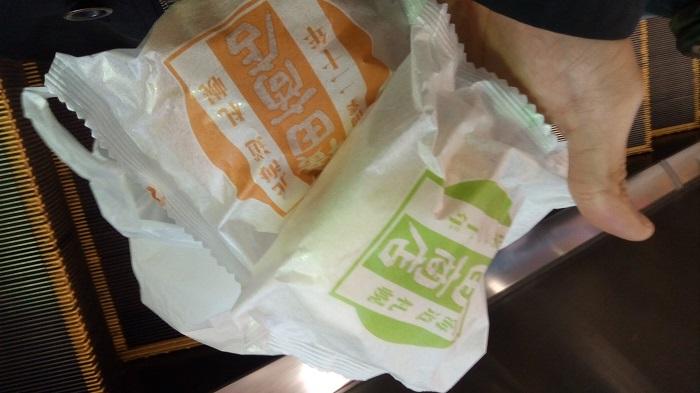横田商店のカスタードクリームと小豆を食べたよ