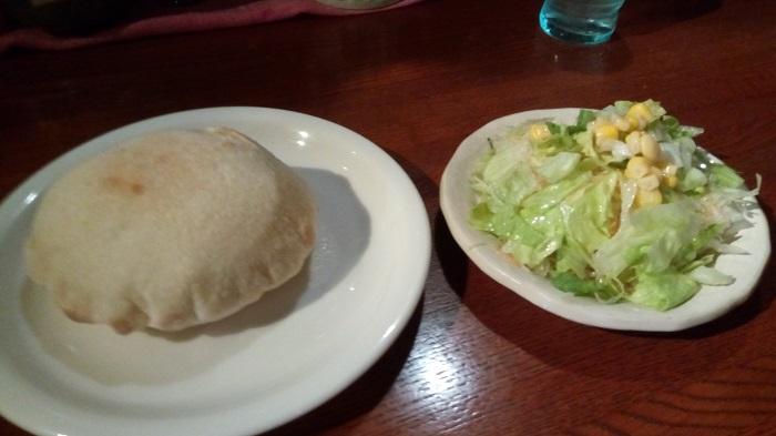 PREGO、食前のパンとサラダ