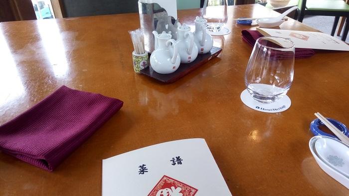 中華料理セドレ、テーブルの雰囲気
