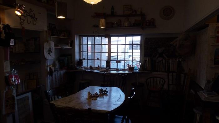 まるたま小屋の店内の様子、ちょっと暗かった