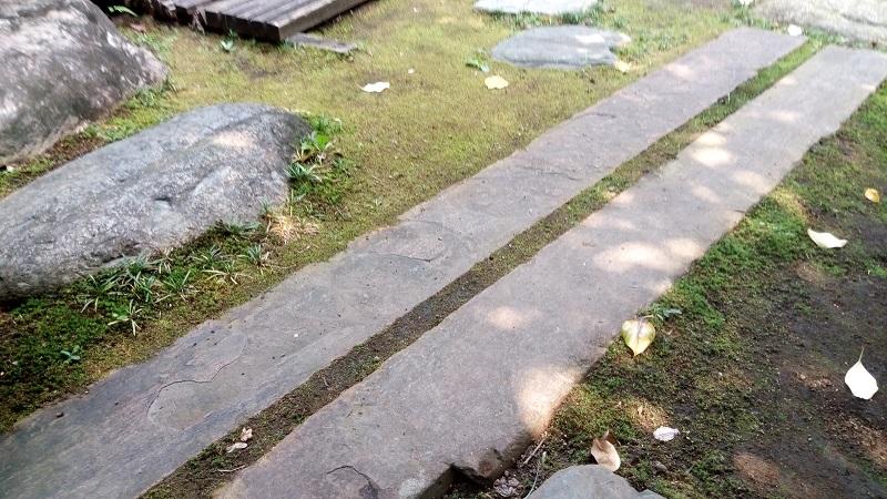星溪園、加藤清正が持ってきた。と言われている石2