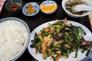 華門で注文をしたニラ玉定食