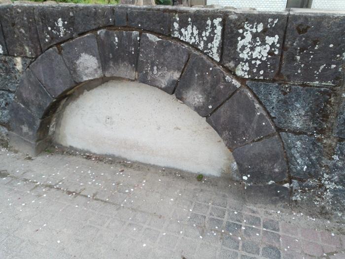 コンクリートで埋められた眼鏡橋
